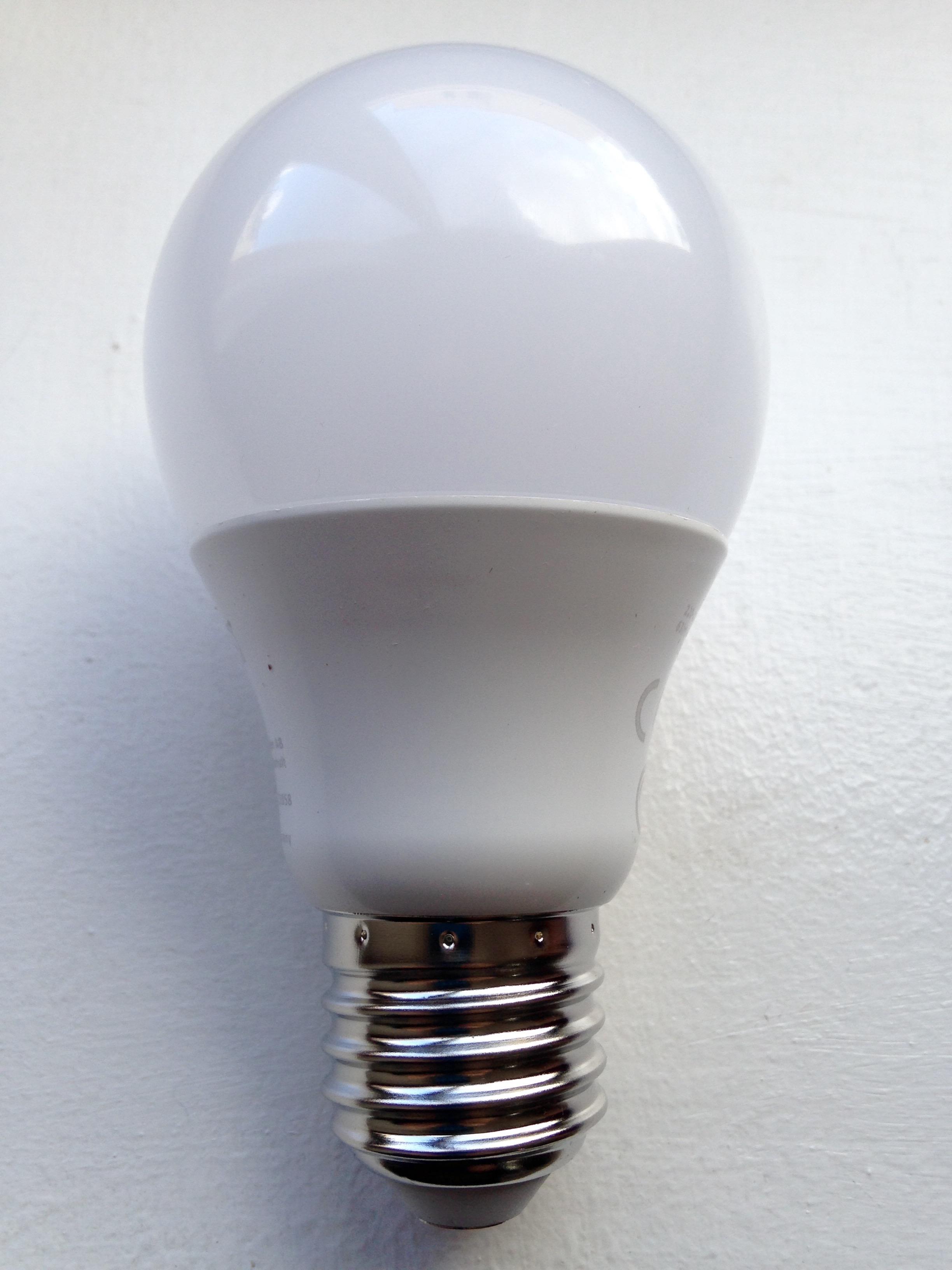 les ampoules led sont elles dangereuses pour les yeux des. Black Bedroom Furniture Sets. Home Design Ideas